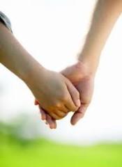 異性と初めて手を繋ぐ時どうやって誘う?