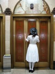 エレベータが各階で止まるときの残念感は絶妙