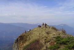 山頂から日本海が見えます。