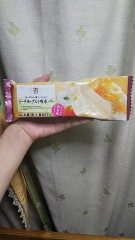 7iSEVEN&i PREMIUMヨーグルト味ソース入りピーチヨーグルト味氷バー