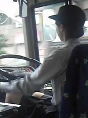 バスの女性運転手